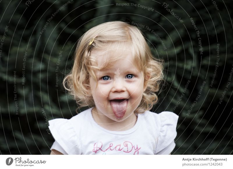 Bähhhhhhhhh Human being Feminine Child Toddler Girl 1 1 - 3 years Beautiful Small Funny Green Colour photo Subdued colour Exterior shot Day Portrait photograph
