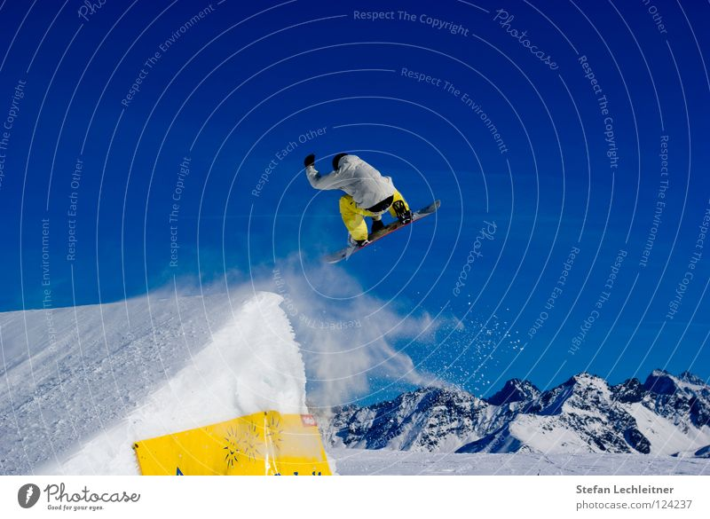 Beautiful Joy Winter Mountain Background picture Freedom Flying Jump Leisure and hobbies Large Shows Posture Alps Risk Cloudless sky Brave