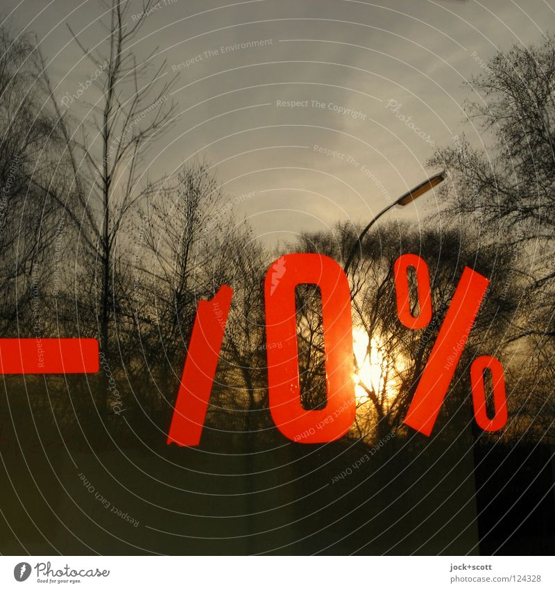 nil % Sun Sky Signs and labeling Percent sign 0 Red Moody Thrifty Inspiration Performance Remainder Typography Shop window Closing-down sale Price reduction