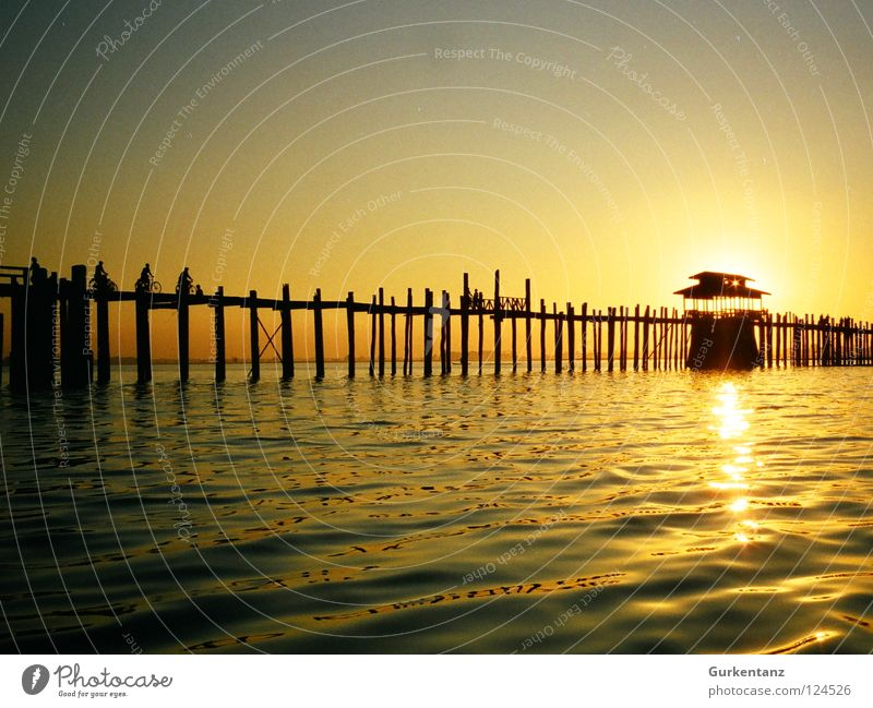 Water Sun Wood Lake Gold Bridge Asia Dusk Pole Myanmar Celestial bodies and the universe Teak Mandalay Wooden bridge