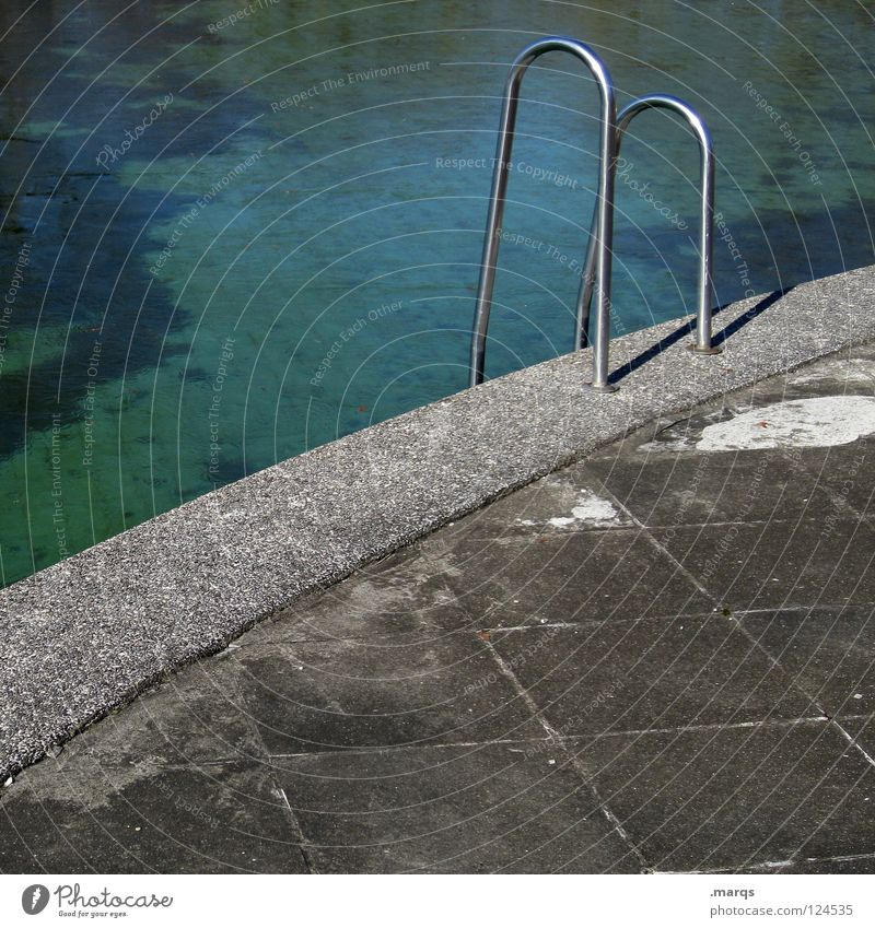 Old Blue Water Green Summer Joy Loneliness Gray Metal Leisure and hobbies Concrete Round Bathroom Swimming pool Derelict Handrail