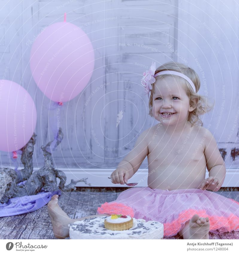Smash cake Party Human being Feminine Child Toddler Girl 1 1 - 3 years Eating Colour photo Exterior shot Day Portrait photograph Forward