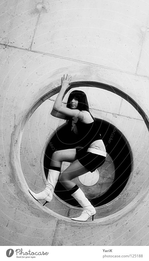 Woman White Black Wall (building) Gray Legs Fashion Footwear Arm Concrete Design Fresh Crazy Exceptional Stand Circle