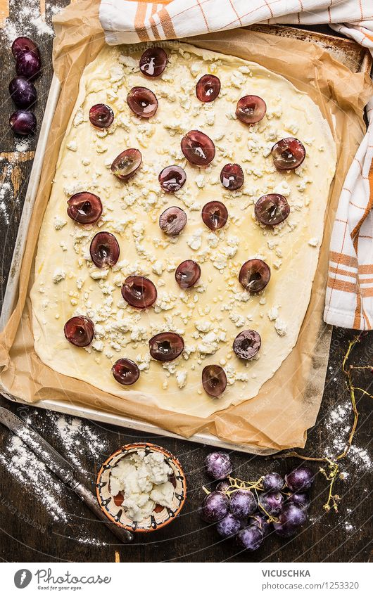 Flammkuchen with grapes and sheep cheese bake Food Dairy Products Fruit Dough Baked goods Nutrition Lunch Dinner Organic produce Vegetarian diet Diet Bowl Style