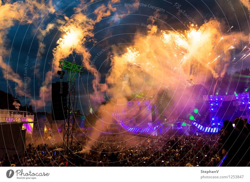 fireworks Night life Entertainment Party Event Music Disc jockey Going out Feasts & Celebrations Firecracker Human being Youth (Young adults) Crowd of people