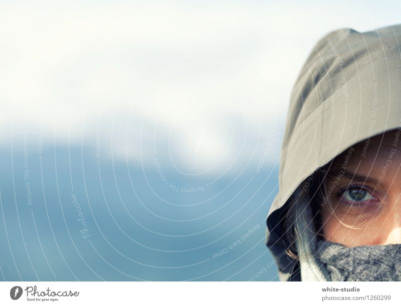 Focused Feminine Woman Adults To enjoy Eyes Lifestyle Wild Adventure Mysterious Bedouin Portrait photograph Nomade Exterior shot Sports Athletic Focus on