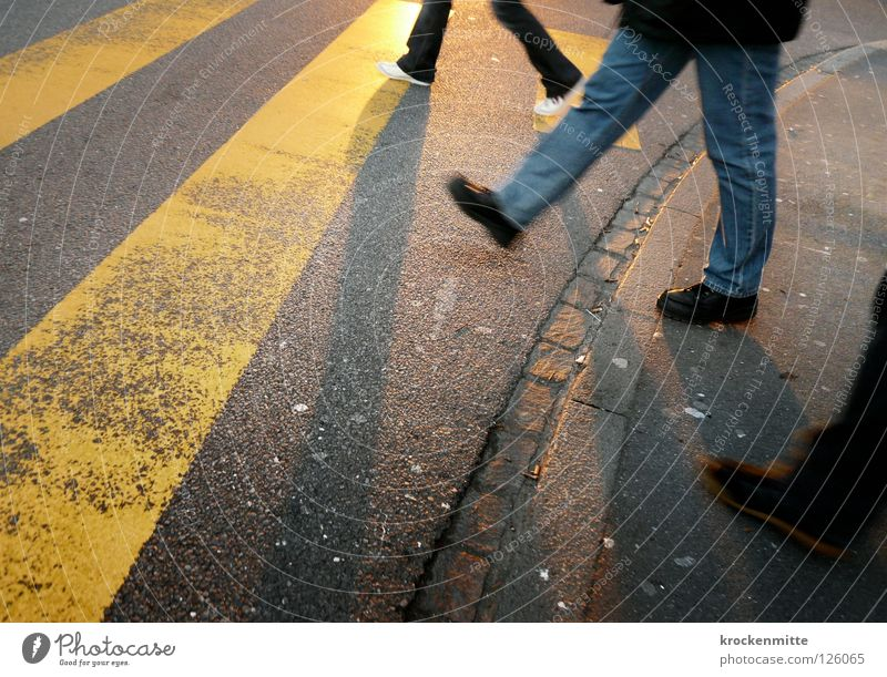 City Yellow Street Footwear Going Transport 3 Jeans Asphalt Stripe Traffic infrastructure Pedestrian Tar Narrow Traverse Zebra crossing