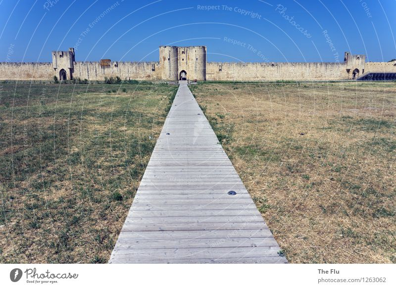 Blue Wall (building) Meadow Lanes & trails Wall (barrier) Wood Gray Stone Brown Perspective Europe Beautiful weather Village Cloudless sky Downtown France