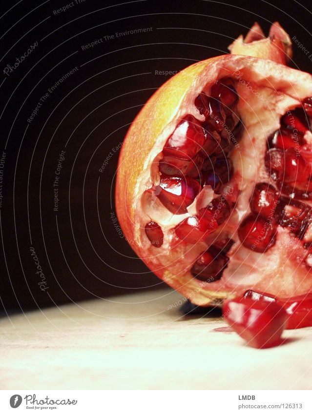 ammunition dumps Garnet Ruby Red Pink Food Plant Vitamin Juice Nutrition Delicious To enjoy Fruit salad Raspberry Kernels & Pits & Stones Fruit flesh Fertile