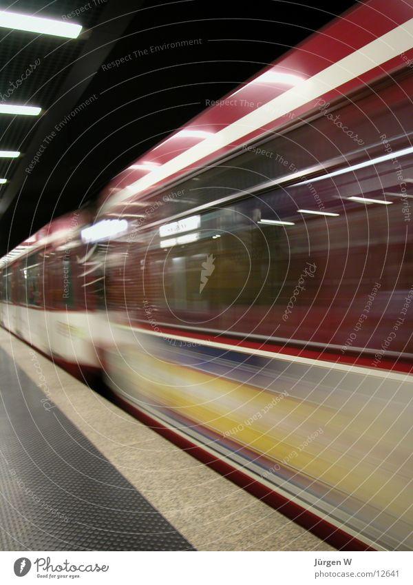 Railroad Speed Station Underground Train station Duesseldorf London Underground Miss out