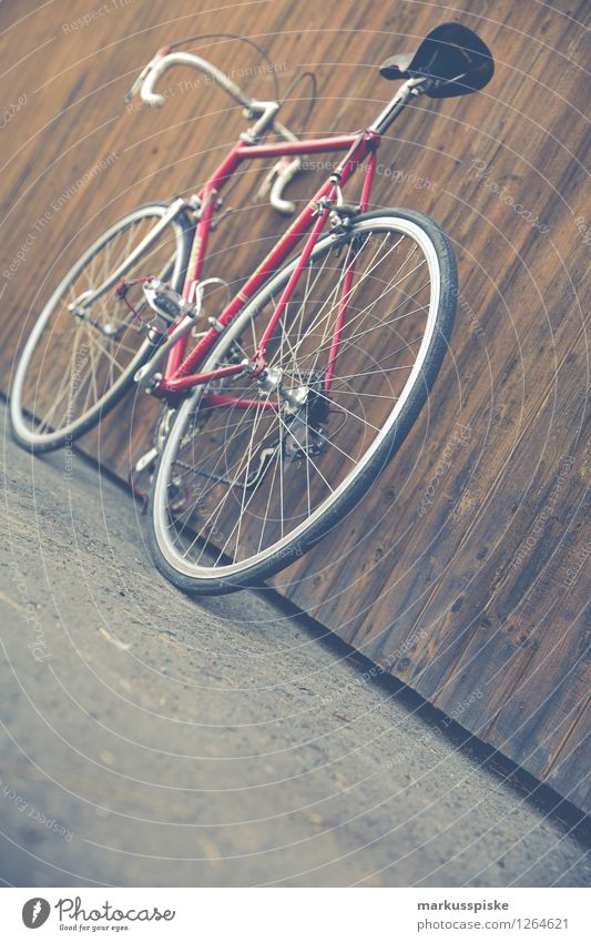 City Beautiful Red Street Style Lifestyle Design Leisure and hobbies Elegant Authentic Cycling Fitness Retro Athletic Hip & trendy Sustainability