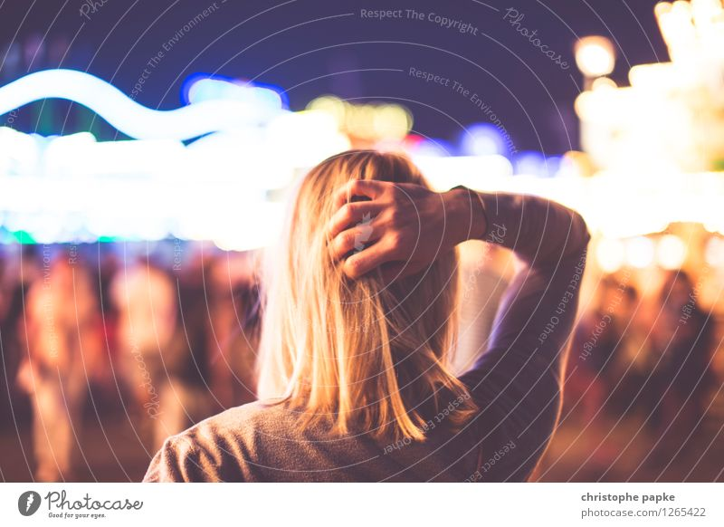 Woman Young woman 18 - 30 years Hair and hairstyles Feasts & Celebrations Head Meditative Blonde Discover Event Fairs & Carnivals Entertainment 30 - 45 years 1 Person Indecisive Sea of light