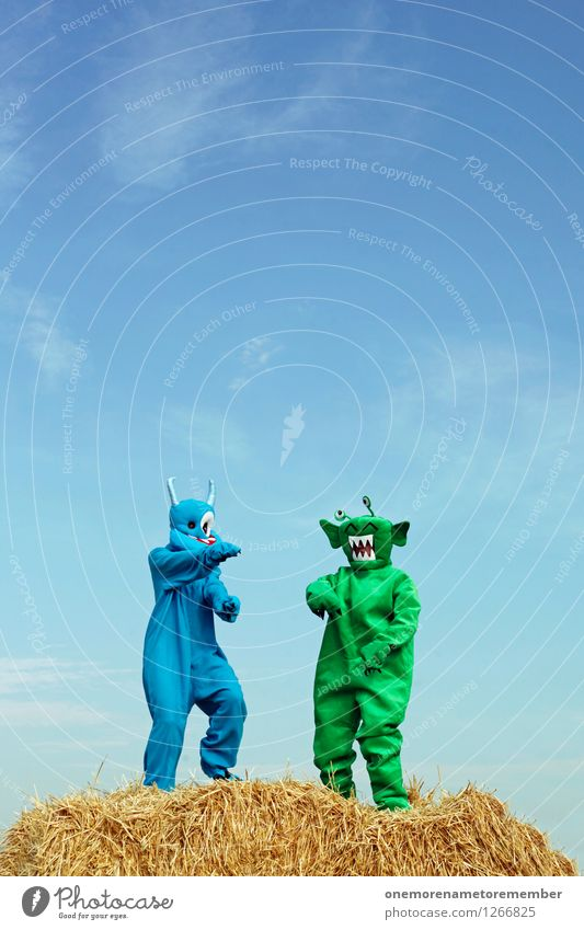 Strohbo Party Art Work of art Esthetic Extraterrestrial being Monster Straw Green Blue Blue sky Costume Dance Dance event Party mood Party service Good mood