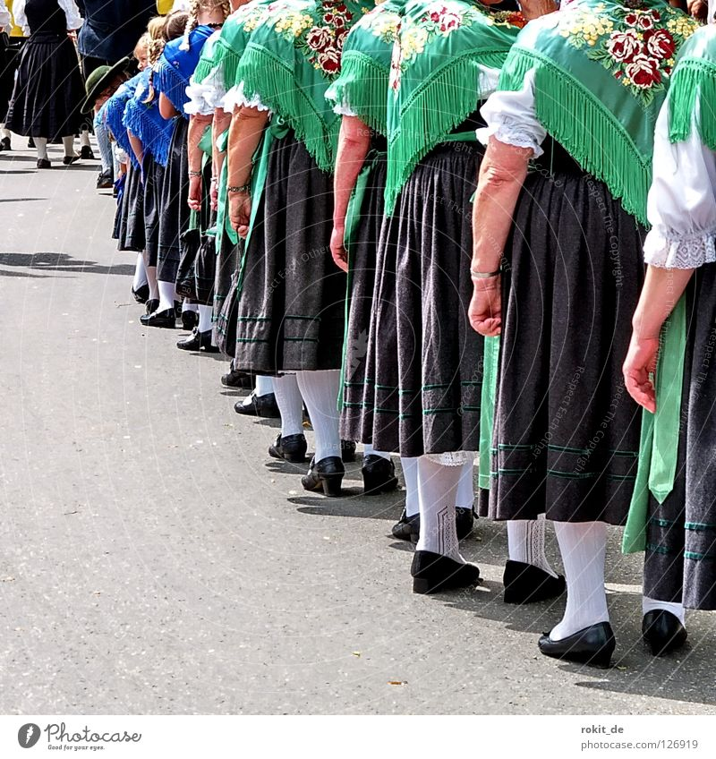 Show green shoulder Bavaria Traditional costume Dance floor Costume Folklore music Rotation Tuft of chamois hair Rieden Allgäu Blouse Rotate Beat Shorts