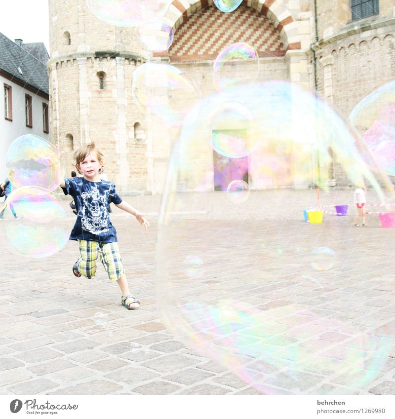 L (ebendig) Child Boy (child) Infancy 3 - 8 years Trier Downtown Church Dome Manmade structures Building Architecture Tourist Attraction Movement Catch Flying