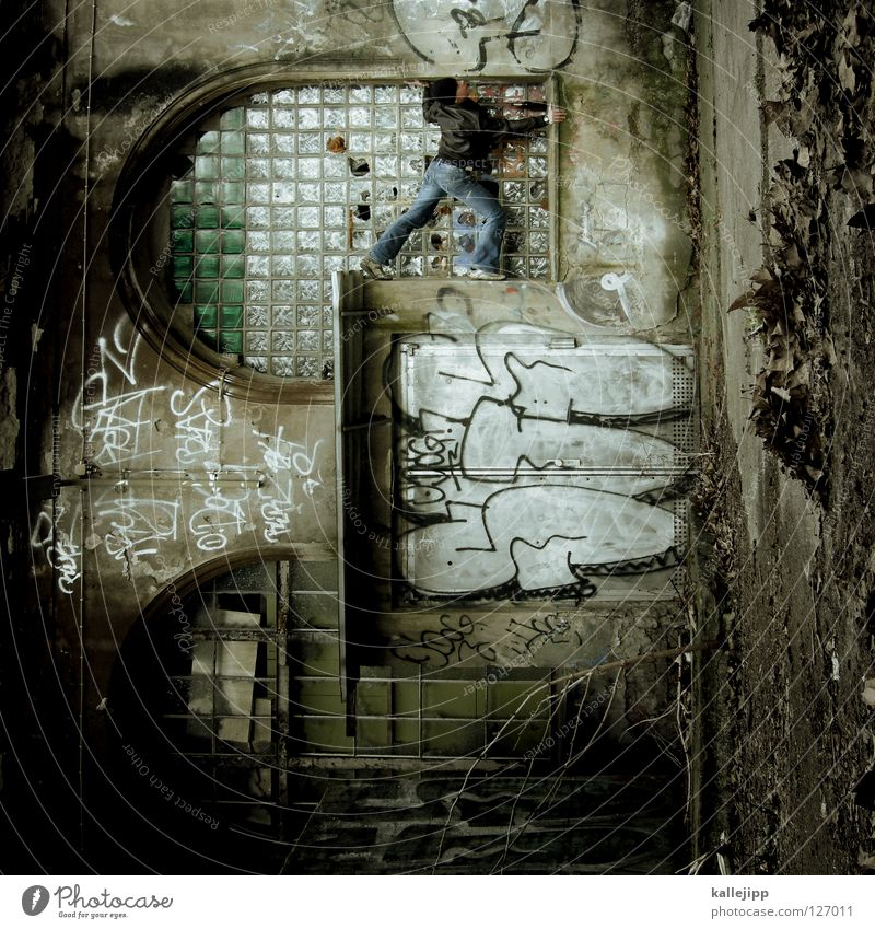 who sits in the glass house Man Silhouette Thief Criminal Ramp Loading ramp Pedestrian Shaft Tunnel Subsoil Outbreak Escape Tumble down Window Parking garage