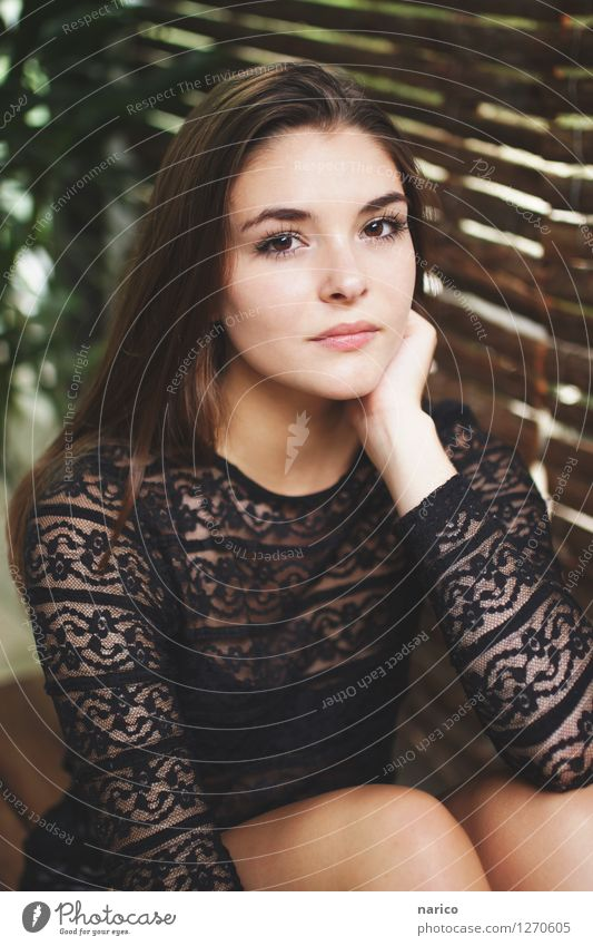 Stella IV Human being Feminine Young woman Youth (Young adults) 1 18 - 30 years Adults Fashion Hair and hairstyles Brunette Long-haired Glittering Looking Sit