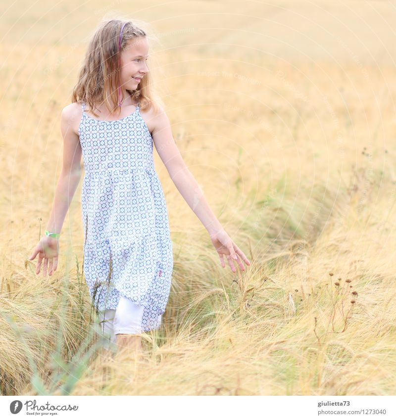 smile Leisure and hobbies To go for a walk Human being Feminine Child Girl Infancy Life 1 8 - 13 years Summer Grain field Field Dress Blonde Long-haired Smiling
