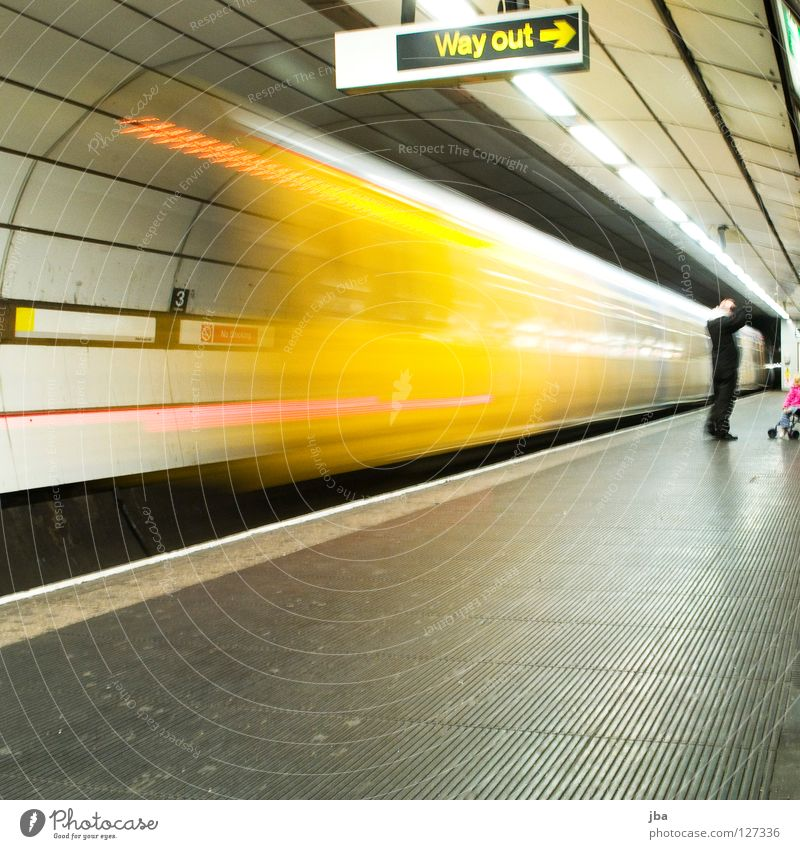Lighting Train station Transport Railroad Perspective Arrow Underground Signs and labeling Placed Platform Means of transport Underground Vanishing point Halogen lamp