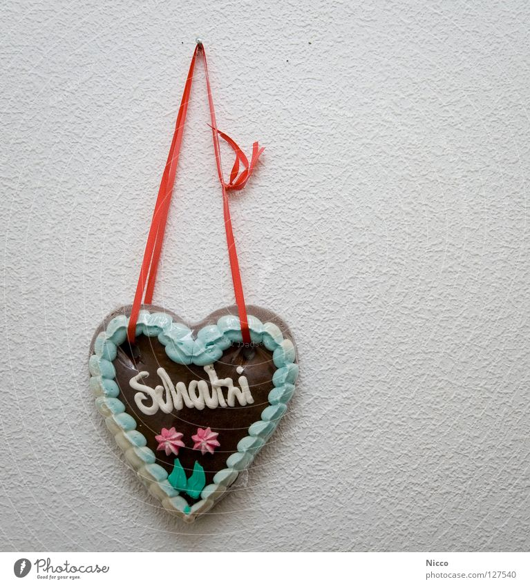 sweetie Brown Red Couple Relationship Gift Fairs & Carnivals Shooting gallery Candy Gingerbread Delicious Edible Hard Sweet Sugar Icing Multicoloured Dye