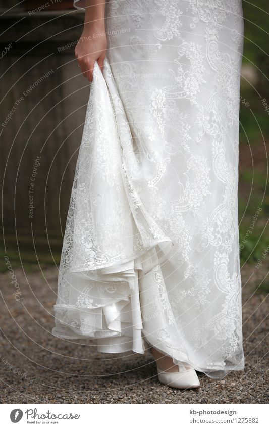 Close-up of a bride in a white dress Wedding Human being Feminine Adults Body 1 18 - 30 years Youth (Young adults) Event Dress Footwear Emotions Trust Sympathy
