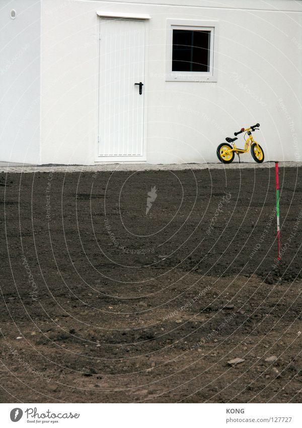 White Loneliness Movement Earth Bicycle Leisure and hobbies Dirty Wait Gloomy Parking Garage Mountain bike Kiddy bike