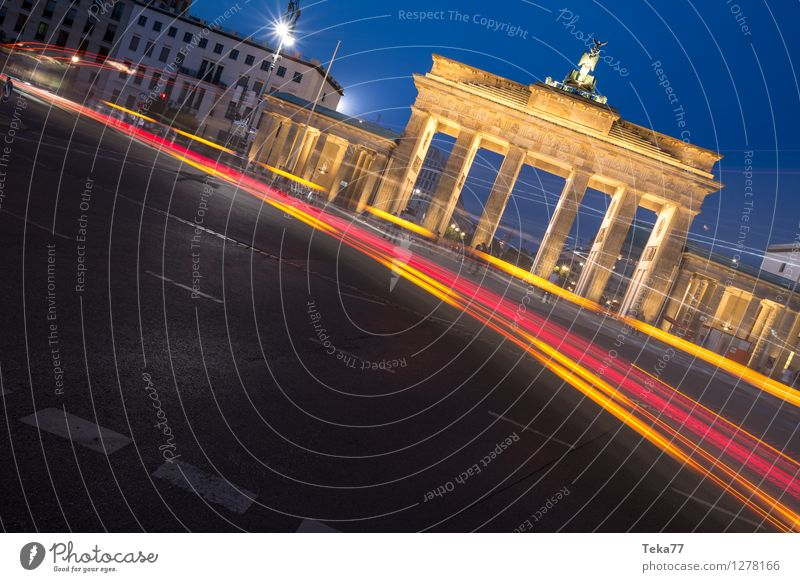 Berlin Evening II Vacation & Travel Sightseeing Night life Human being Brandenburg Gate Germany Facade Adventure Esthetic Contentment Colour photo Exterior shot