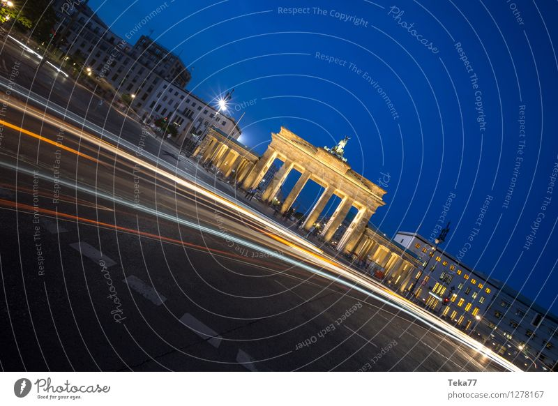 Human being Vacation & Travel City Berlin Facade Esthetic Adventure Landmark Monument Capital city Tourist Attraction Sightseeing Night life Brandenburg Gate