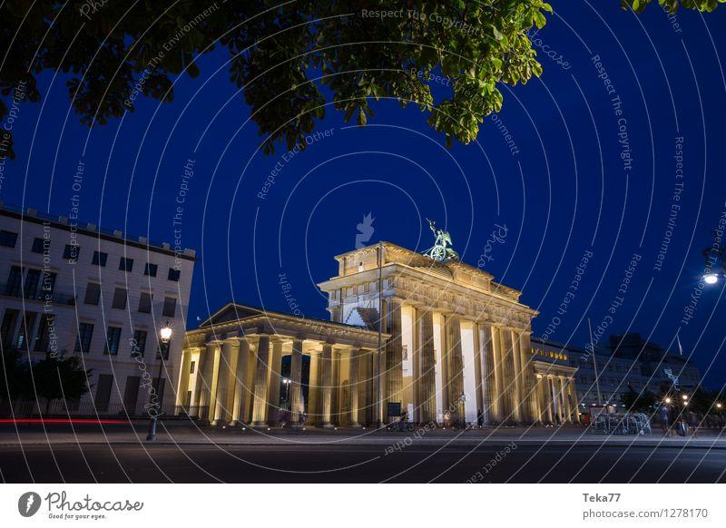 Brandenburg Gate II Vacation & Travel Sightseeing Night life Human being Berlin Town Capital city Facade Tourist Attraction Landmark Monument Adventure Esthetic