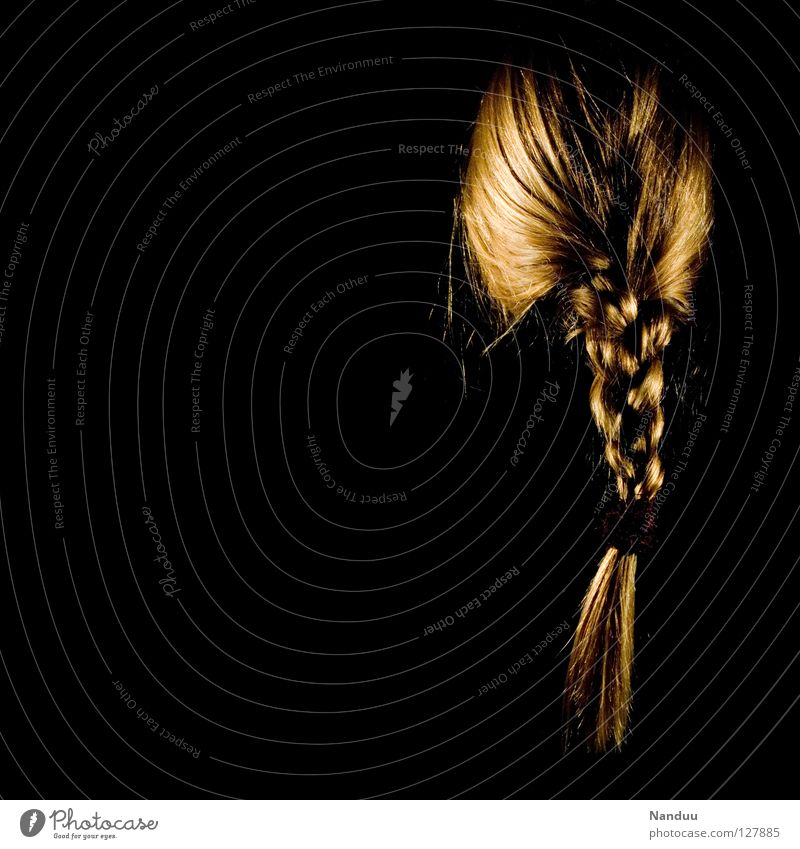 Tangled Braids Hair and hairstyles Interconnected Low-key Dark Woman Feminine Black Blonde Shampoo Disheveled Untidy Wig Services Beautiful Hairdressing