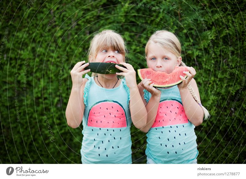 funny melons :D Feminine Child Girl Brothers and sisters Sister Infancy 2 Human being 3 - 8 years Observe Eating Looking Blonde Brash Friendliness Happiness