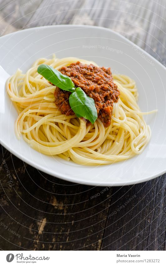 Red Eating Food Nutrition Delicious Plate Wooden table Vegetarian diet Lunch Noodles Self-made Italian Food Spaghetti Basil Slow food Italien pesto