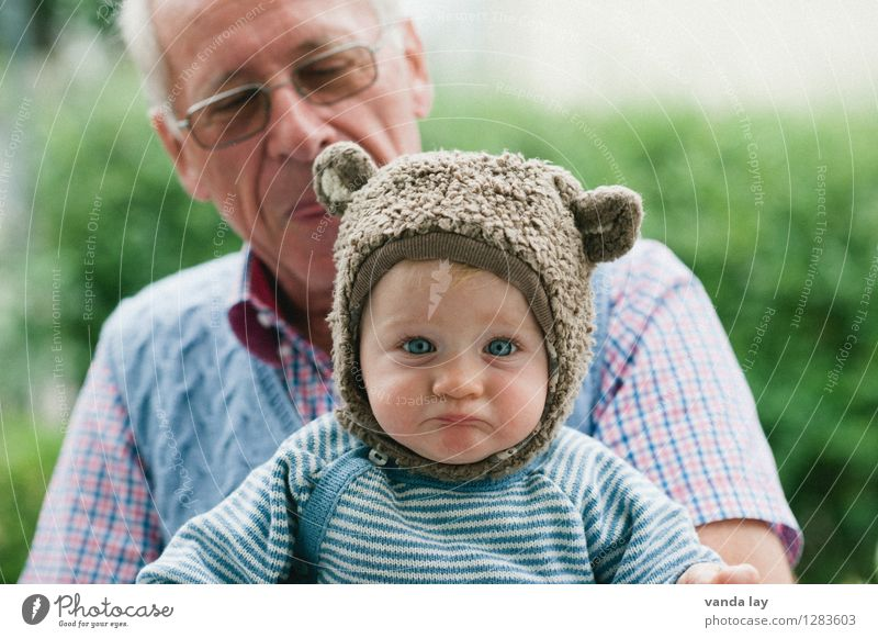Human being Child Animal Sadness Senior citizen Fear Wild animal Infancy Baby Grief To hold on Cap Fatigue Toddler Distress Concern
