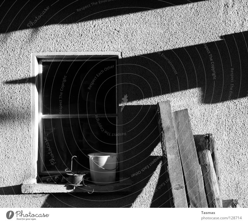 sun dial Sun Winter Window Black Things Evening sun source of light stuff Rough woodchip wallpaper Joist Wooden board Black & white photo Light Shadow