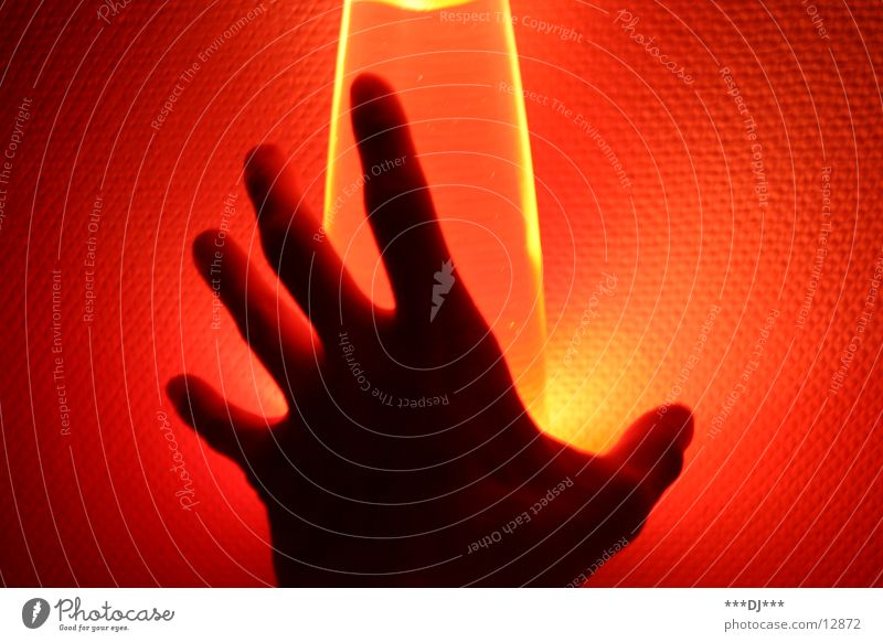 Hand in the light I Lamp Light Lava Fingers Red Door handle Leisure and hobbies Human being Arm