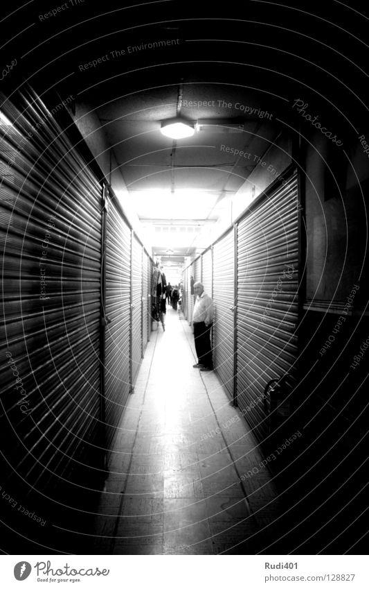 closed Passage Black White London Long Narrow Black & white photo packham tunnenblick