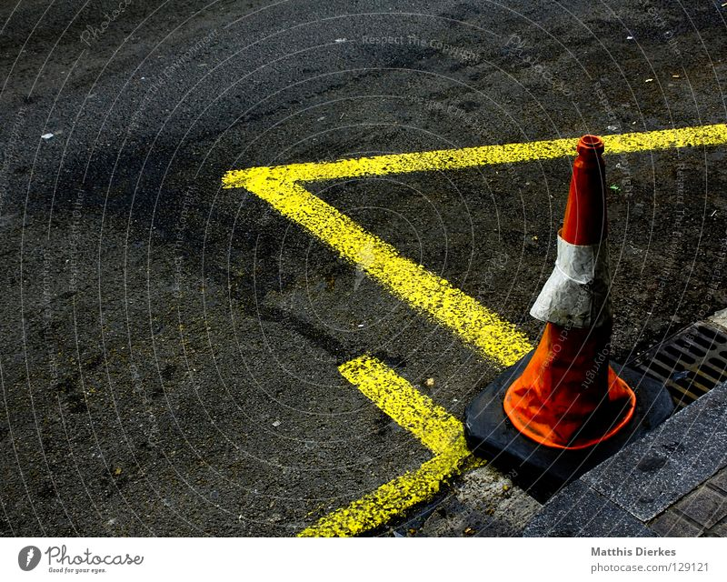 Street Colour Line Signs and labeling Construction site Asphalt Traffic infrastructure Barrier Redecorate Gully Redevelop Traffic cone Tumbledown