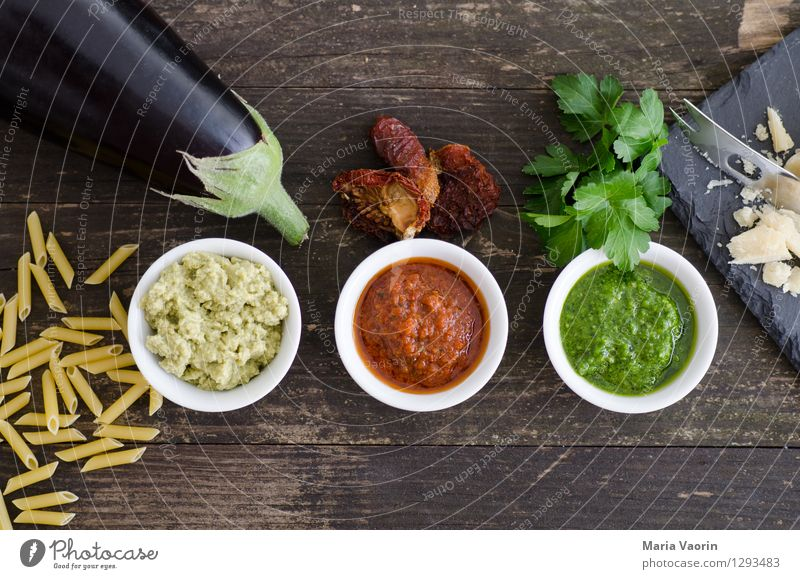 pestoallerism Food Vegetable Herbs and spices Nutrition Lunch Vegetarian diet Slow food Italian Food Bowl Knives Wood Fragrance Fresh Delicious Parsley Tomato