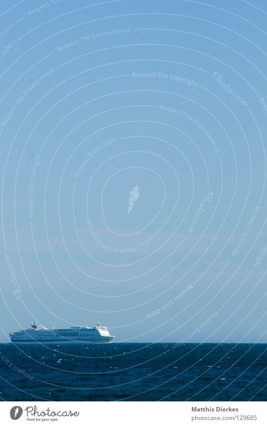 Blue Water Green Ocean Summer Beach Far-off places Warmth Line 2 Horizon Watercraft Waves Transport Speed Dangerous