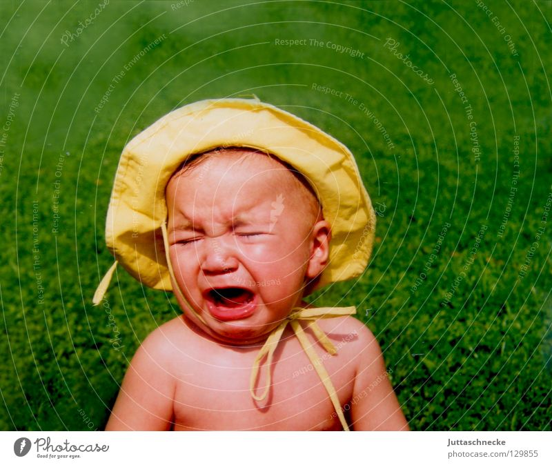 Why yellow of all things?!!! Baby Toddler Child Sunhat Yellow Green Loop Bow Summer Lighting Sunburn Hatred Bah Naked Portrait photograph Cry To console Sweet