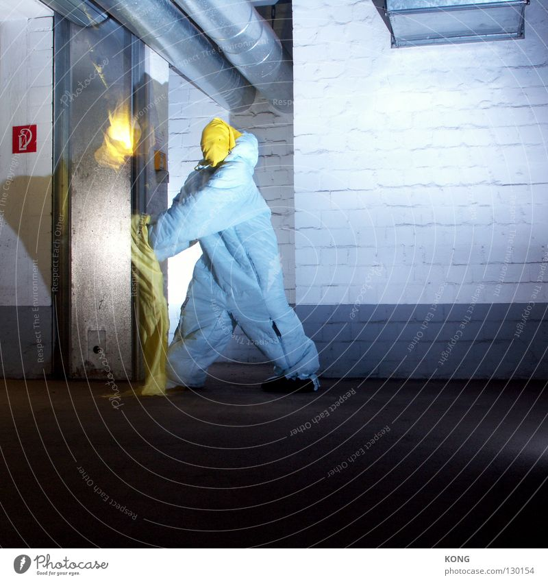 ignite Speed Gray-yellow Yellow Jump Suit Protective clothing Darken Garage Underground garage Parking garage Parking lot Ventilation Asphalt Ignite Kindle Burn