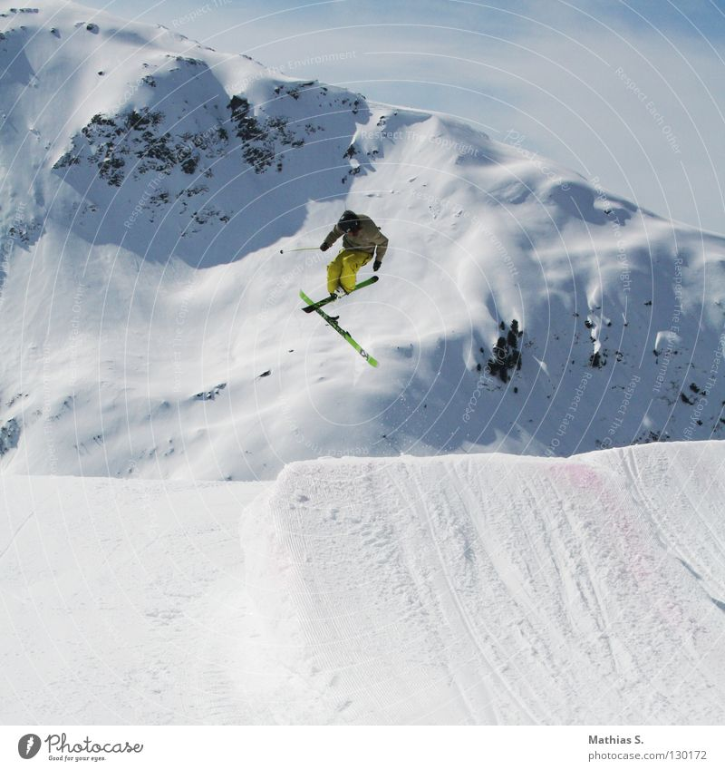 Clouds Joy Winter Mountain Snow Style Sports Playing Flying Jump Leisure and hobbies Air Free Dangerous Tall Alps
