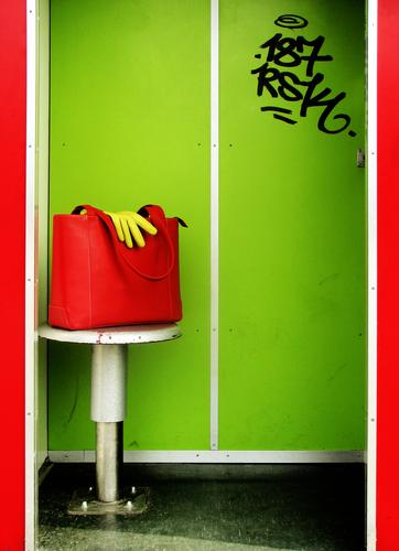 Joy Colour Bag Wall (building) Graffiti Characters Clothing Typography Leather Extra Nerviness Self portrait Gloves Contrast Flashy Conceited