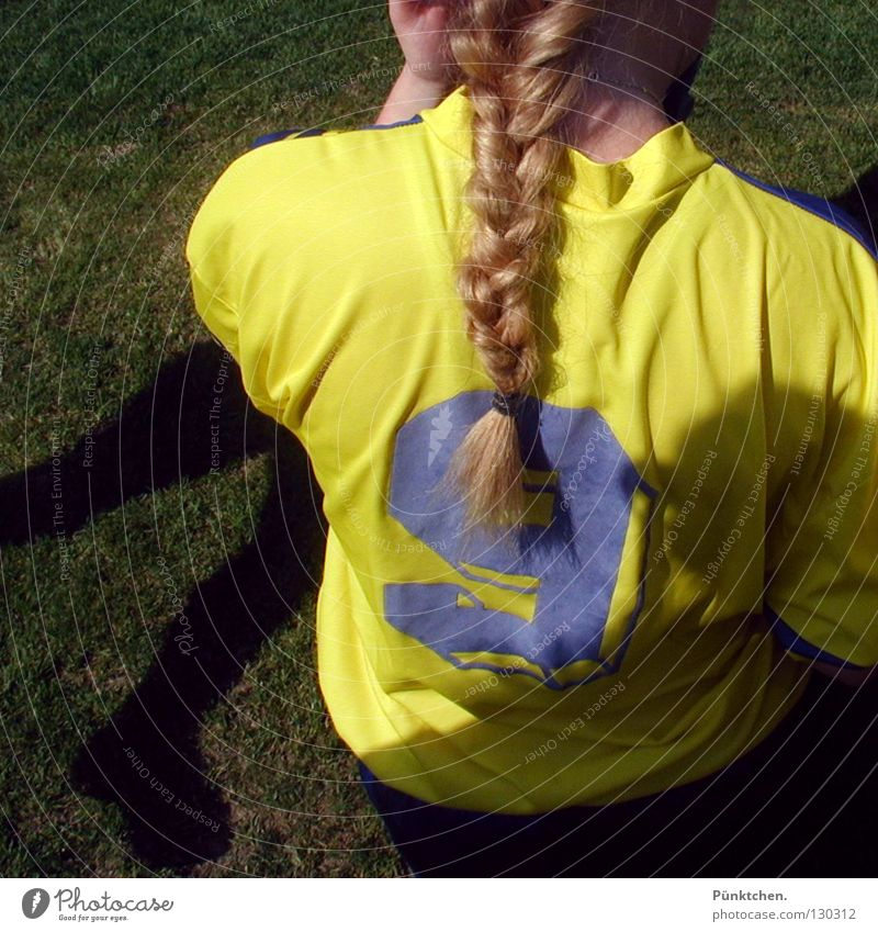 No. 9 plays by storm Braids Blonde Reticular Jersey Yellow Soccer Playing Grass surface Nape Hand Summer Leisure and hobbies Shoulder Digits and numbers Player
