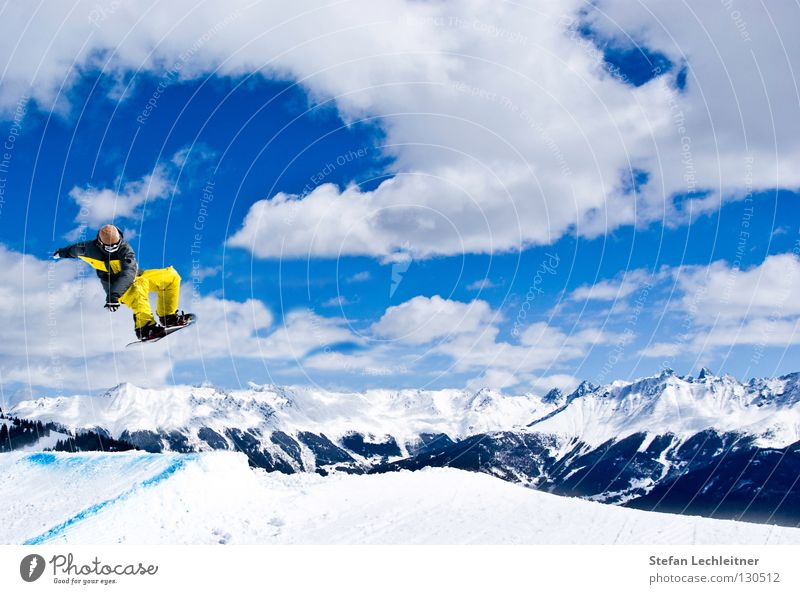 Beautiful Sun Joy Winter Mountain Snow Background picture Freedom Flying Jump Leisure and hobbies Large Tall Shows Alps Snowcapped peak