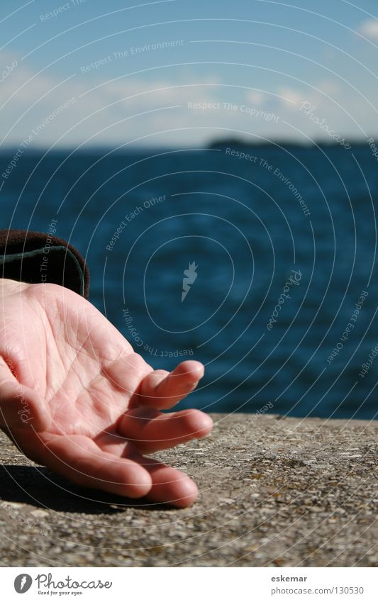 Relaxed Hand Ocean Wall (barrier) Man Masculine Fingers Summer Lake Relaxation Rhythm Movement Exceptional Joy Beautiful Contentment Beautiful weather Sky Water
