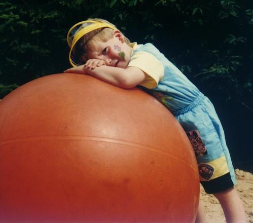 tired Masculine Child Playing Playground Make-up Leisure and hobbies Lean Rebel Broken Fatigue Wink Feeble Ball sports Boy (child) Childrens birthsday peziball