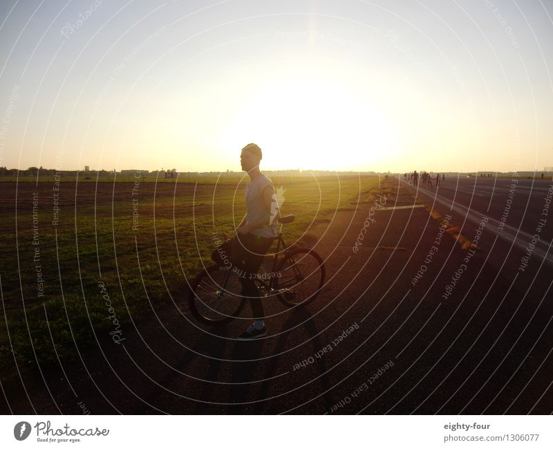 Field and fixy Masculine 1 Human being 30 - 45 years Adults Subculture Park Cycling Bicycle Cap Observe Fitness Dream Free Infinity Joy Happiness Contentment