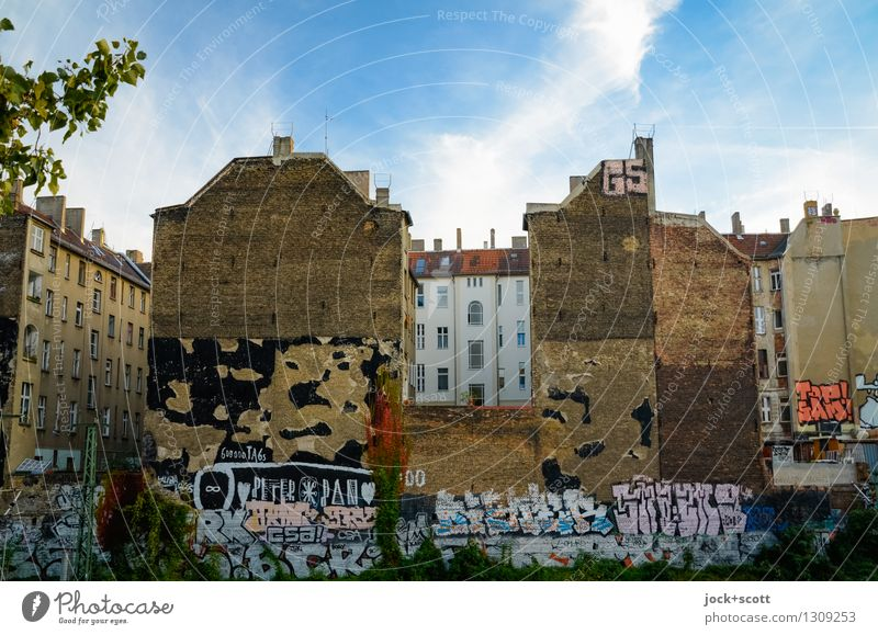 Day for walls Street art Clouds Summer Beautiful weather Prenzlauer Berg Downtown Town house (City: Block of flats) Facade Backyard Fire wall Tourist Attraction