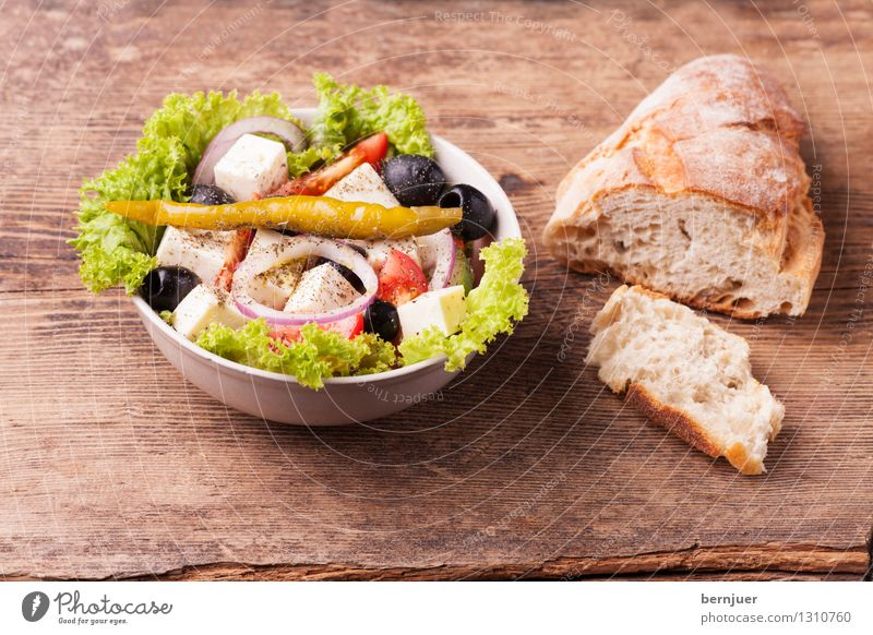 Greek salad Food Lettuce Salad Bread Organic produce Vegetarian diet Bowl Cheap Good Baguette Chili Olive feta Cheese Onion Deserted Rustic Wood Tomato